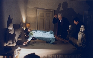 exorcist-horror-movies-18854465-1680-1050